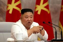 """Coreia do Norte indica que não pretende reabrir as fronteiras (Kim Jong Un advertiu contra uma """"distensão ou excesso de otimismo"""". Foto: STR / AFP / KCNA VIA KNS)"""