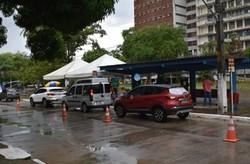 Drive-thru da UFPE inicia vacinação contra Covid-19 (Foto: Anderson Lima/Divulgação)