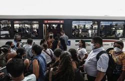 Transporte público com ônibus de turismo  é barrado pelo Grande Recife (Foto: Paulo Paiva/DP Foto)