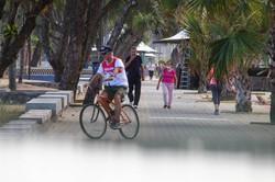 Atividades físicas ao ar livre na Zona Sul do Recife (Foto: Sandy James / Esp. DP FOTO)