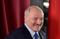 Lukashenko presta juramento em cerimônia secreta para sexto mandato em Belarus (Foto: Sergei GAPON / POOL / AFP)
