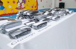 Alunos da rede de ensino do município de Paulista recebem óculos nesta quarta-feira (Foto: Divulgação)