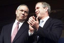 """'Grande servidor público', diz ex-presidente Bush sobre Colin Powell (Foto: O ex-presidente dos Estados Unidos George W. Bush, que teve Colin Powell como secretário de Estado, prestou homenagem ao diplomata e herói de guerra, que chamou de de """"grande homem"""", que serviu a vários governos.   """"Foi um grande servidor público desde que começou como soldado no Vietnã"""", afirmou Bush em um comunicado, no qual destaca que Powell foi """"muito respeitado no país e no exterior"""".  Powell morreu nesta segunda-feira aos 84 anos, vítima de complicações da covid-19  O atual secretário de Defesa americano, Llyod Austin, também, homenageou """"um dos maiores líderes que já vimos"""", ao falar sobre Colin Powell, primeiro afro-americano a ocupar o posto de secretário de Estado do país.  """"O mundo perdeu um de seus maiores homens. Perdi um grande amigo e um mentor"""", afirmou Austin durante uma viagem a Tbilisi, capital da Geórgia.)"""