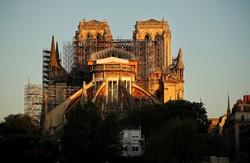 Consenso na França para reconstrução da agulha de Notre Dame (Foto: THOMAS COEX / AFP)
