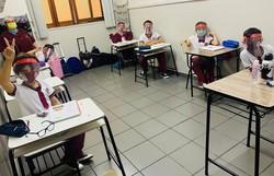 Com turmas reduzidas e uso de protetores faciais, Manaus completa um mês de volta às aulas (Foto: Divulgação/Escola Meu Caminho)