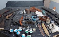 """Polícia apreende """"arsenal"""" de armas em Gravatá, no Agreste (PM/Divulgação)"""