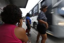 Obras de pavimentação alteram itinerários de linhas de ônibus em Olinda (Foto: Rafael Martins/Arquivo DP)
