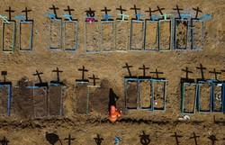 Com 1.473 novos óbitos por Covid-19, Brasil registra novo recorde diário de mortes (Foto: Michael Dantas/AFP)