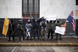 FBI intensifica repressão a milícias antes da posse de Biden (Foto: Mathieu Lewis-Rolland / AFP)