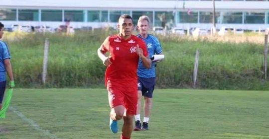 Álvaro foi elogiado pelo treinador Hélio dos Anjos, após marcar gol ante Sampaio (Caio Falcão/CNC)