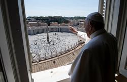 Papa Francisco voltará a falar aos domingos aos fiéis da sua janela (Foto: Handout / VATICAN MEDIA / AFP)
