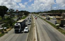Acidente envolvendo carro que transportava bebê é registrado pela PRF em Paulista (Foto: Shilton Araújo/ Esp. DP)