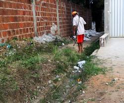 Comunidade Quatro de Outubro, em Olinda, sofre com vários problemas (Foto: Sandy James / Esp. DP FOTO)