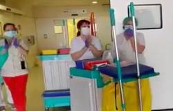 Médicos e enfermeiros aplaudem equipe de limpeza em hospital da Espanha e vídeo viraliza (Foto: Reprodução/Twitter)
