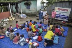 Pandemia priva crianças pobres da Índia de educação (Foto: Diptendu DUTTA / AFP)