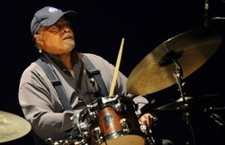 Morreu Jimmy Cobb, baterista do álbum Kind of Blue (Foto: RAFA RIVAS / AFP )