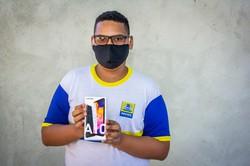 Primeiros estudantes do Recife que receberam doações de celulares começam aulas nesta segunda (Foto: Paulo H./Divulgação)
