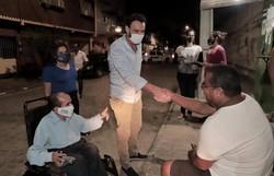 Candidato do PSL quer transformar o Recife na cidade mais acessível do Brasil (O candidato andou pelo bairro para ouvir demandas dos moradores. Foto: Costa Neto/Divulgação)