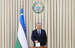 Presidente do Uzbequistão é reeleito com 80% dos votos em eleição sem rivais (Foto: Uzbek Presidential Press Service/AFP)