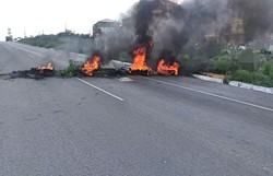 Moradores de Caruaru fecham rodovia federal para protestar contra falta de água (Foto: Divulgação PRF-PE)