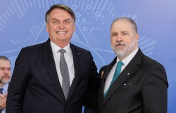 Bolsonaro diz que não cogita indicar Augusto Aras a uma vaga no Supremo (Foto: Isac Nóbrega/PR)