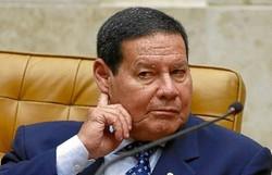 Mourão atribui queda de popularidade de Bolsonaro a 'ruído' sobre vacinação (Sérgio Lima/AFP)