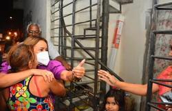 Candidata à reeleição, prefeita Doutora Nadegi assume compromisso de construir praça (A prefeita visitou o bairro do Santana nesta terça-ifeira. Foto: Divulgação)