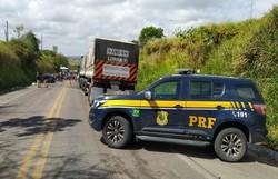 Acidente na BR 424, em Garanhuns, causou a morte de uma mulher de 33 anos (Foto: PRF)