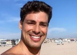 Cauã Reymond sai de casa para surfar em dia de reabertura no Rio de Janeiro (Foto: Reprodução/Instagram)