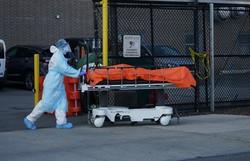 Com necrotérios e funerárias lotados, NYC busca onde enterrar seus mortos (Foto: Bryan R. Smith / AFP)