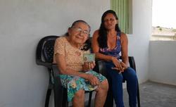 Em Cumaru, idosa de 111 anos recebe primeiro RG após quatro meses sem aposentadoria (Divulgação/PCPE)