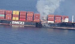 Incêndio em navio de carga expele gás tóxico na costa do Canadá (Foto: Handout / Canadian Coast Guard / AFP)
