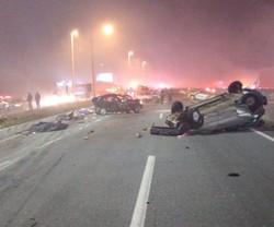 Engavetamento com 22 veículos deixa ao menos 8 mortos e dezenas de feridos no PR (Foto: Twitter / Reprodução)