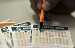 Sorteio da Mega-Sena pode pagar hoje prêmio de R$ 27 milhões (Foto: Marcello Casal Jr/Agênca Brasil)