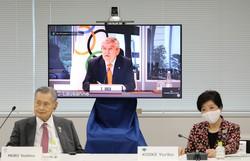 Presidente do COI expressa otimismo sobre realização de Jogos em 2021 (FOTO: Du Xiaoyi / POOL / AFP)