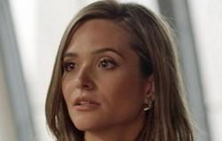 Totalmente Demais: Em ensaio, Cassandra deixa escapar que Lili está grávida. Confira o resumo desta sexta