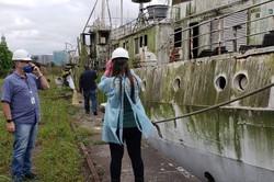 Navio de meio século pode afundar e provocar riscos ambientais no porto de Santos (Foto: Ibama / Divulgação)