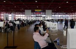 Equador elege presidente em disputa acirrada entre esquerda e direita (JAVIER SORIANO / AFP)