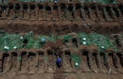 Cartórios já registram mais óbitos por COVID-19 do que o Ministério da Saúde (Foto: NELSON ALMEIDA / AFP)