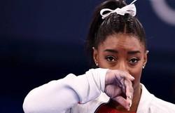 Simone Biles está fora da final por equipes da ginástica artística (Foto: LOIC VENANCE / AFP)