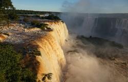 Cataratas do Iguaçu reabrem após 100 dias fechada por pandemia (AFP)