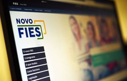 Bolsonaro sanciona lei que suspende pagamento de parcelas do Fies (Foto: Marcello Casal Jr./Agência Brasil)