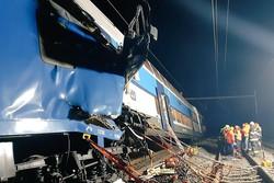 Acidente ferroviário deixa um morto e dezenas de feridos perto de Praga (Foto: HANDOUT / Police CR / AFP)