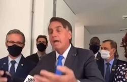Bolsonaro tira máscara durante entrevista e manda repórter calar a boca (foto: Redes Sociais/Reprodução)