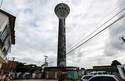 Desenhada por Niemeyer, torre da Manchete em Olinda sofre com vandalismo