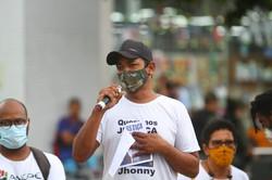 Familiares e amigos fazem caminhada no Recife pedindo justiça por Jhonny (Foto: Bruna Costa/Esp.DP)
