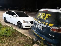 Motorista inabilitado é detido pela PRF em carro roubado, em Garanhuns (Divulgação/PRF)
