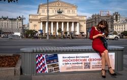 Moscou recomenda confinamento de idosos e que empresas adotem teletrabalho (Foto: YURI KADOBNOV / AFP )
