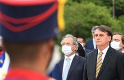 """""""Esperamos que não seja necessário prorrogar"""", diz Bolsonaro sobre auxílio (Foto: Evaristo SA / AFP)"""
