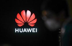 Três mortos em incêndio de uma fábrica em construção da Huawei na China (Foto: STR / AFP)